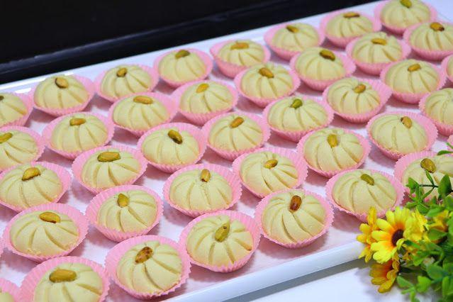 حلوة الوردة فخمة راقية ولذيذة جدا بمكونات بسيطة ومتوفرة في كل بيت الغريبة الشامية بتدوب في الفم بدون قالب حلويات العيد 2020 مع رباح Desserts Food Mini Cupcakes