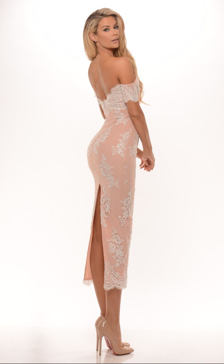 elizabeth_dress_back_edited.jpg (3280×5315)