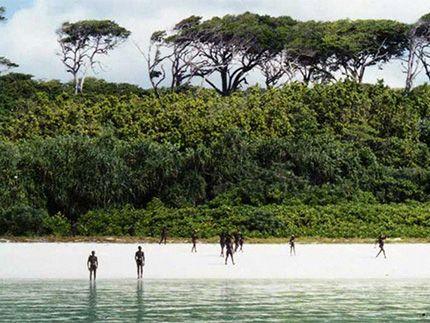 Πλησίστιος...: Το απαγορευμένο νησί