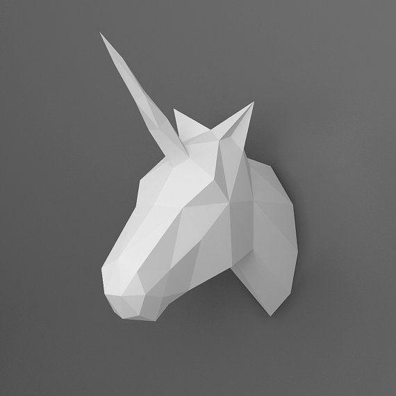 • Cette liste est pour un fichier PDF de téléchargement instantané numérique •  Modèle de bricolage pour créer un beau modèle 3D dune tête de Licorne à utiliser comme décoration murale. Vous avez besoin : une imprimante, papier cartonné (6 feuilles), couteau ou ciseaux et colle.  Taille du modèle final : 31 x 28 x 12 cm (12,2 x 4,7 x 11 pouces).  La page dinstructions inclus vous donnera une description étape par étape comment construire ce modèle. Si vous êtes coincé, nhésitez pas à nous…