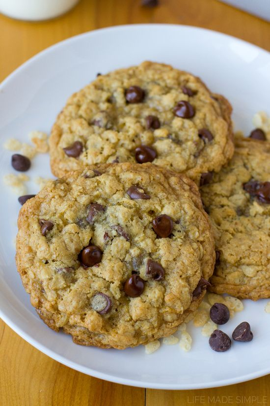 Giant oatmeal cookies loaded with rice cereal and chocolate chips. These crispy crunchy oatmeal cookies are hard to resist!