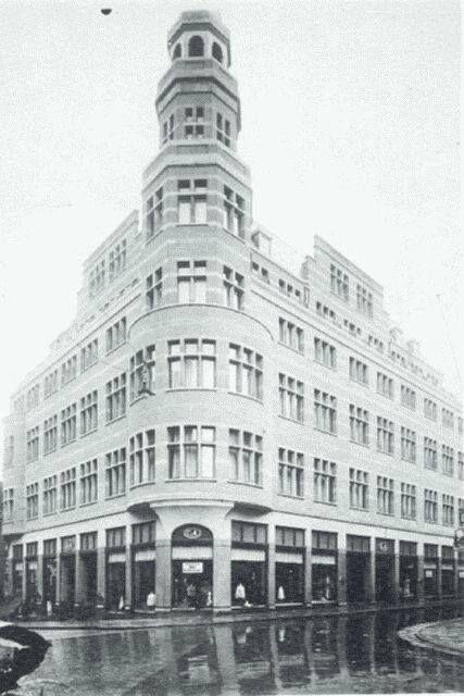 Rotterdam - C & A in 1924 het gebouw werd ontworpen door Sickler, er waren, heel uniek in die tijd, 25 etalages