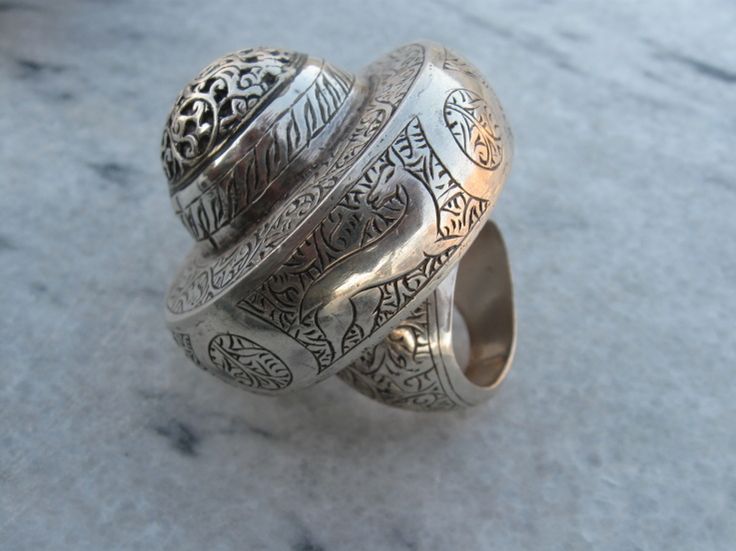 Big Silver Ring with some magnificent carving