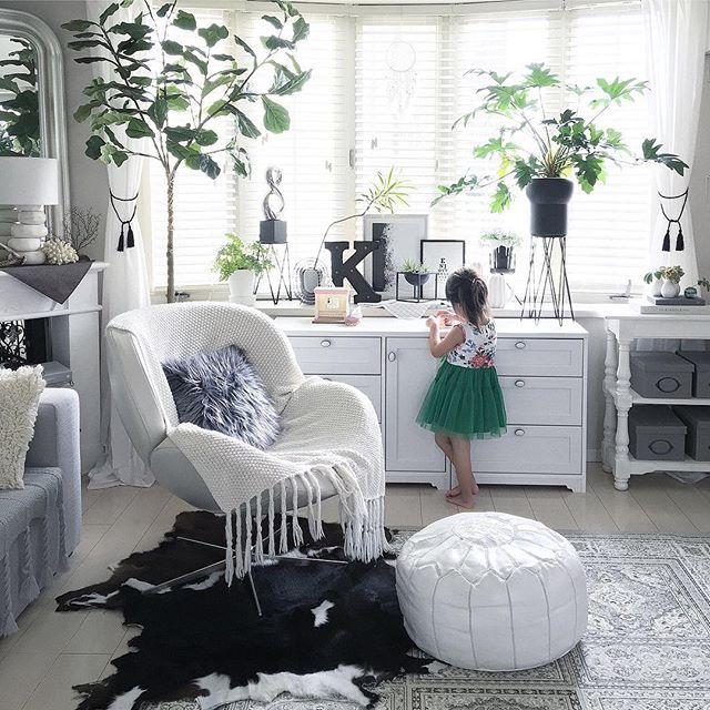 WEBSTA @ roomclipjp - 『プフのある部屋』プフはモロッコうまれのクッション。床置きして腰掛けたり、オットマンのような使い方もできます。500枚以上のプフの部屋実例を参考にしてみてください.Photo:k.home1224(RoomNo.309495) ▶︎この部屋のインテリアはRoomClipのアプリからご覧いただけます。アプリはプロフィール欄から.投稿イベント開催中です【まもなく終了する投稿イベント】『ビオトープ〜9/25』『白お土産を飾ろう!〜9/25』.#RoomClip#interior#architecture#interiordesign#decoration#styling#myhome#livingroom#homedesign#interiordecor#homestyling#lifestyle#インテリア#ハンドメイド#日常#家#くらし#部屋#新居#リノベーション#マンション#内装#住まい#ブランケット#ラグ#リビング#ソファ#モノトーン#モロッコ#プフ