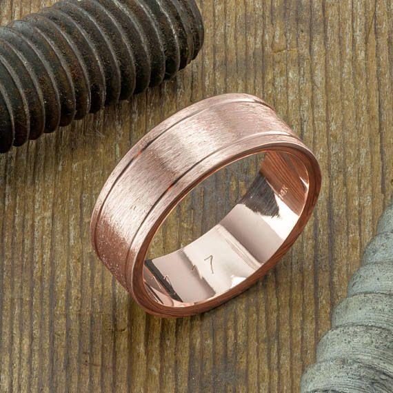 8mm 14K Rose Gold Herren Doppel Kanal Ehering, gebürstet Matt Dieser Ring ist aus massivem Recycling umweltfreundliche 14 k recycelt Roségold gefertigt. Das Band ist einfache und traditionelle mit modernen Design-Flair. Die Außenseite des Rings hat eine matt gebürstet und innen