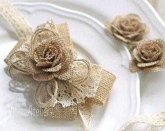 2 ramilletes de Rose muñeca de arpillera, arpillera rústica ramilletes de boda Set de 2 pulseras de cordón de arpillera, arpillera madre de Dama de honor boda ramillete de la muñeca