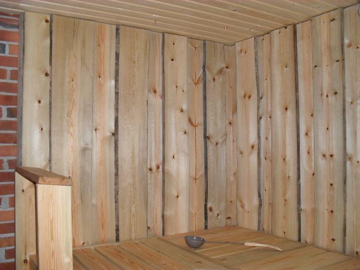 Tuppilaudasta tehty saunan seinä