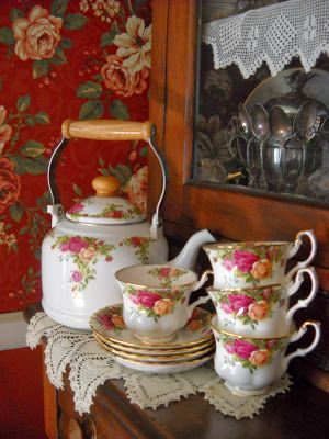 Royal Albert roses, my favorite pattern. I had never seen this teapot.