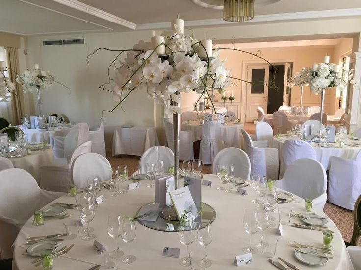 Georgeous Wedding Center Piece! Flowers: Orchids. Color: White. Design: Christian Platzner Austria