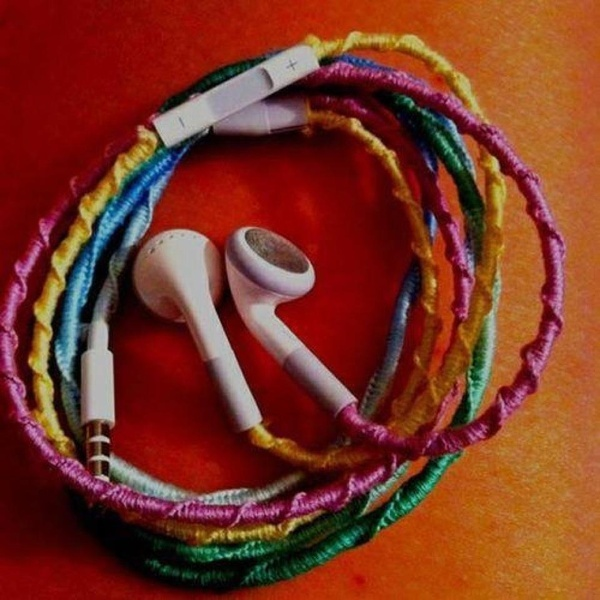 - Tangle-proof headphones. A simple Chinese Staircase knot around the entire thing, I could totally do this. craft