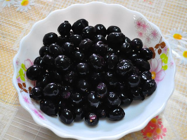 Jamun Fruit Health Benefits:   The Jamun Fruit, also known as the Java Plum, is a nutritious exotic fruit with high-levels of antioxidants. The Jamun Tree is commonly found in several parts of SouthEast Asia like Myanmar, Indonesia, and the Philippines. The Jamun Fruit is oblong in shape and green in color that turns into dark purple or crimson black when ripe. It tastes sweet with a little bit of sour and stains a purple dye-like color in your mouth w ...