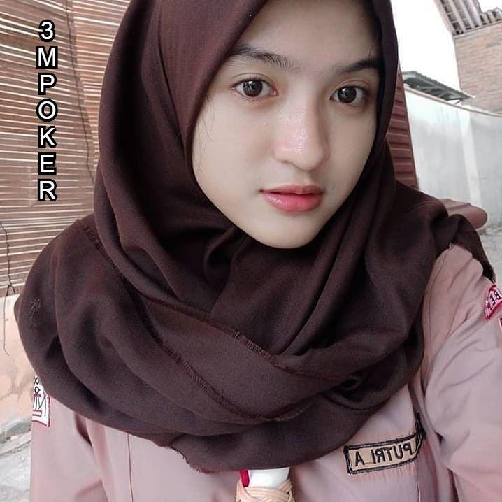 Cewek Manis Banget In 2020 Hijab Chic Beautiful Muslim Women Casual Hijab Outfit
