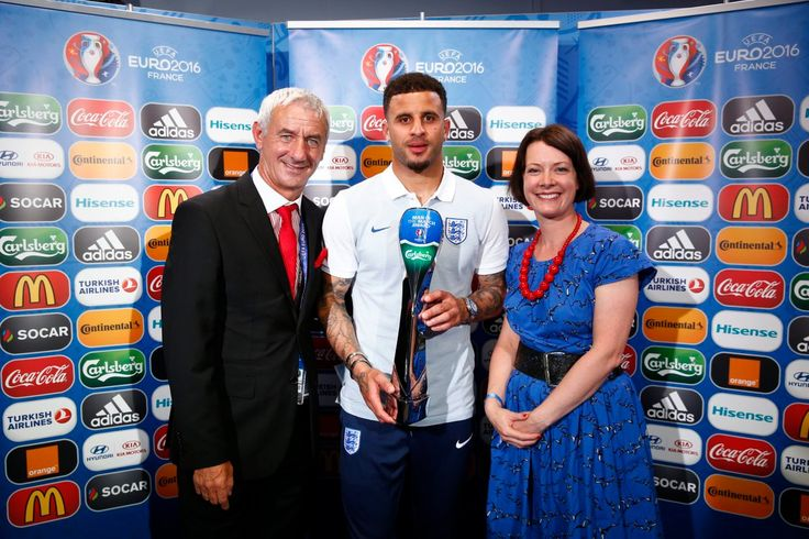 Di's Diary: Probably the best prize in the world: Di presents the Man of the Match Award after the England v Wales game! | SuperLucky