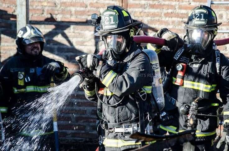 FEATURED POST @molinafirerescue - Foto Destacada Bomberos de la @bombarenca21 trabajando en 2da. Alarma de incendio en la comuna de Renca. [17/12/2017] ___Want to be featured? _____ Use #chiefmiller in your post ... http://ift.tt/2aftxS9 . . CHECK OUT! Facebook- chiefmiller1 Periscope -chief_miller Tumblr- chief-miller Twitter - chief_miller YouTube- chief miller . . #firetruck #firedepartment #fireman #firefighters #ems #kcco #brotherhood #firefighting #paramedic #firehouse #rescue…