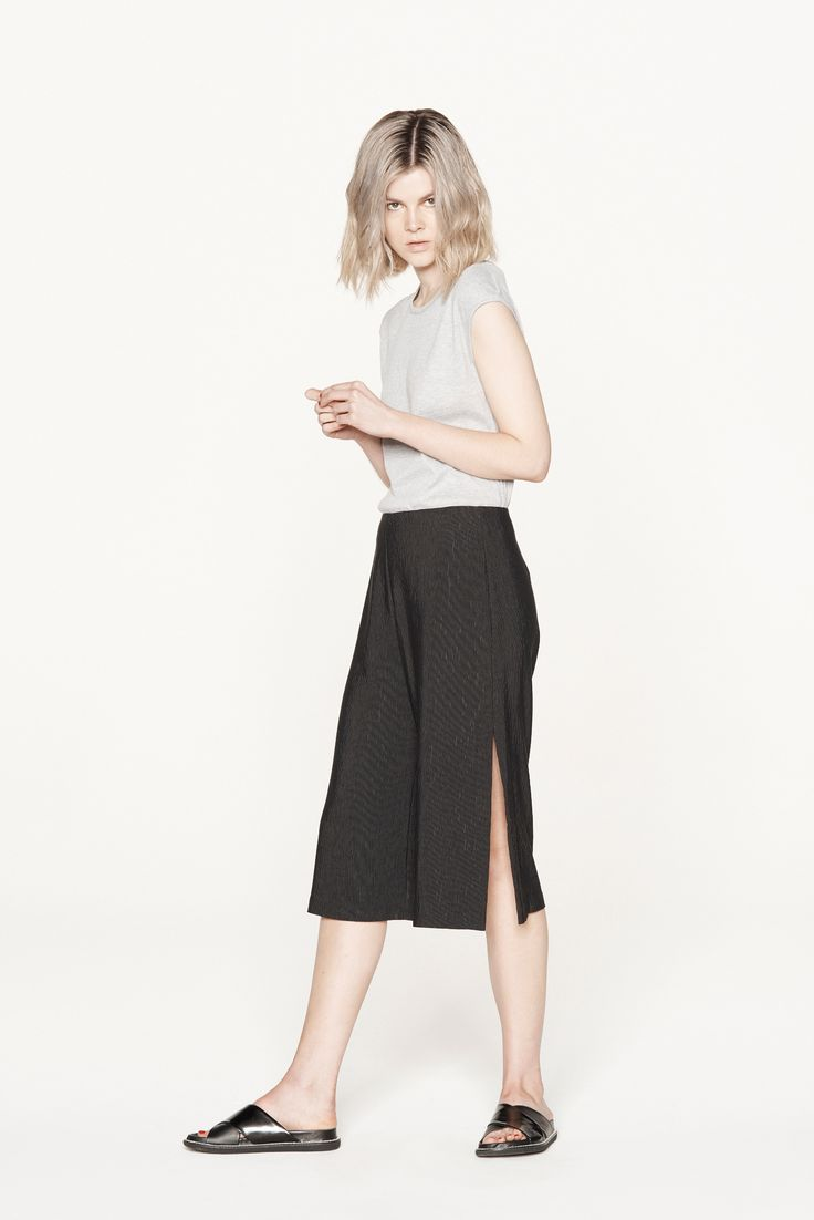 THIRD FORM RESORT 15 | SIDE SPLIT SHORT #thirdform #fashion #streetstyle #minimal #trend #chic #short #black