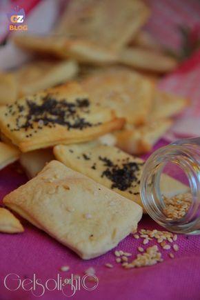 Crackers con esubero di pasta madre, facili, veloci e gustosissimi, con pochi ingredienti e di qualità.