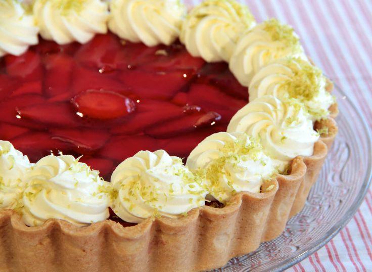 Cualquier excusa es buena para preparar una tarta de frutillas. ¡Prueba esta receta increíble de Osvaldo Gross ! http://elgour.me/1FaZXbx #elgourmet #Recetas #Dulces