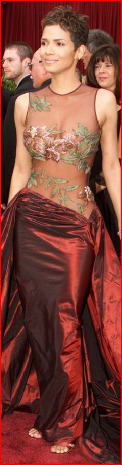 Halle Berry. Холли Берри в Elie Saab (2002):