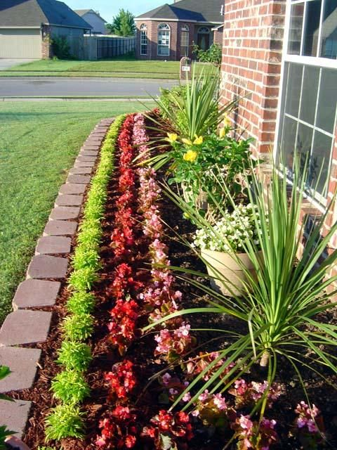 organized landscaping idea for this front yard foundation flower bed