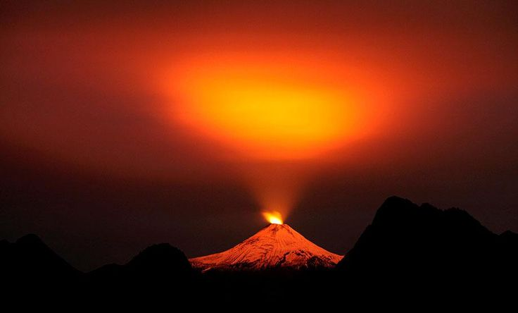 Realmente impresionante: La espectacular imagen del volcán Villarrica http://lt.cl/MOuFF