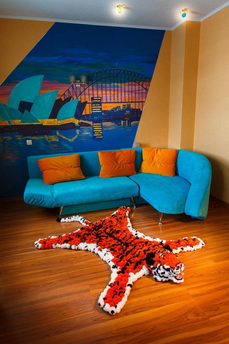 Яркая помпоновая шкура тигра отлично дополнит смелый, яркий интерьер. А для ваших детей тигра станет любимой игрушкой!  #помпон #пумпон #тепло #уют #вязание #ручнаяработа #fashion #home #handmade #уют@artpompon