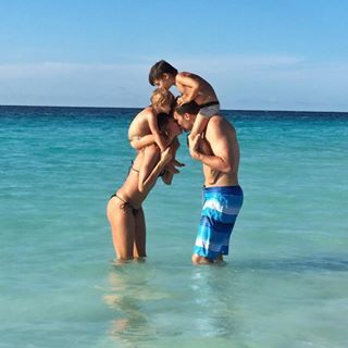 Gisele Bündchen and Tom Brady with their kids Benjamin and Vivian   #adoptme