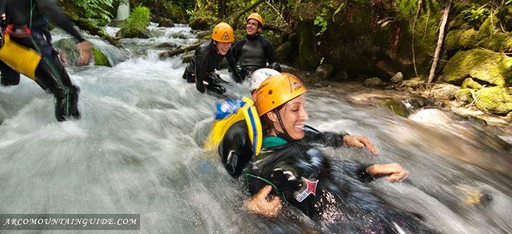 Conoscete il canyoning ovvero la discesa a piedi di torrenti percorrendo gole e piccoli canyon? C'è molto di più da sapere su questo sport e in Trentino si può praticare in molte località. Scoprile tutte!