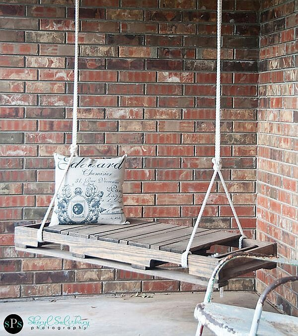Pallet swing, cute country idea