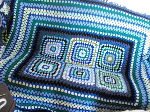 Nádherná háčkovaná deka v modrozelených farbách. Autorka: margori. Háčkovanie, deka, ručné práce, hand made, diy. Artmama.sk