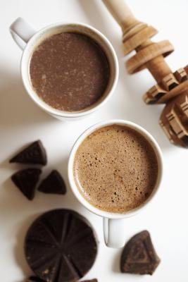 Cómo cocinar con granos puros de cacao | eHow en Español