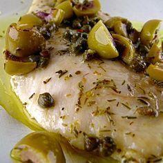 Pesce persico al forno con capperi e olive