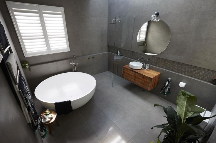 Josh & Elyse Week 1 | Main Bathroom