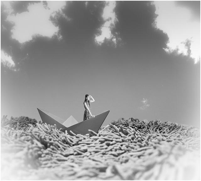 Barco de papel by jgs76, via Flickr