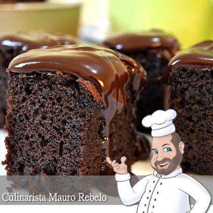 """Bolo de Chocolate Negrito da Dora - Mauro Rebelo - Hoje recebi uma receita da Dora, que ao """"olhar de primeira"""", pensei ser tratar de uma receita de """"Nega Maluca"""".  Me lembrei até da deliciosa receita da Ligia. Mas prestando bem atenção, essa receita leva mais chocolate e menos açúcar."""