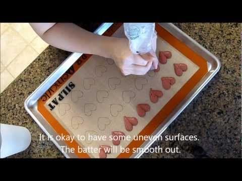 How to make heart-shaped macarons, from Vera's Cookbook. Full recipe: http://verascookbook.blogspot.com/2012/02/macaron-heart-macaron.html