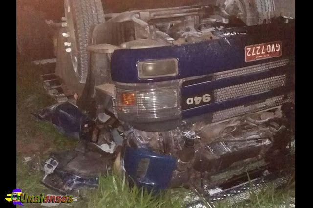 UNAIENSES: RIACHO DOS MACHADOS-MG - Caminhoneiro morre em cap...