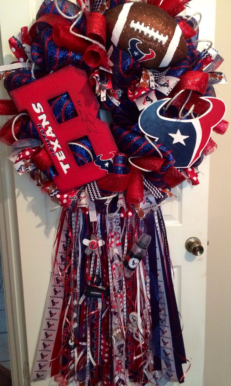 My Grandson's wreath I made and got autographed by Brian Cushing.