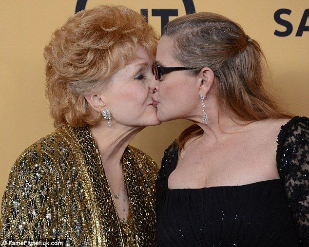 Debbie Reynolds and daughter Carrie Fisher at the SAG Awards 2015  Mother and Daughter RIP