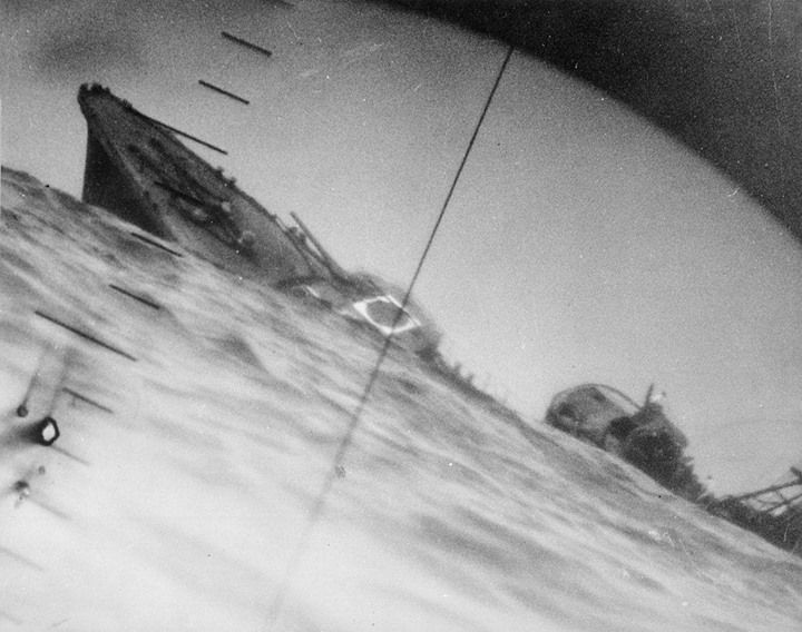 The torpedoed Japanese destroyer Yamakaze as seen through the periscope of an American submarine Nautilus in June 1942.
