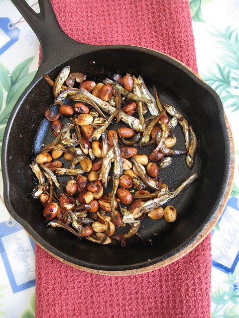 Toasted Dried Anchovies (Ikan Bilis) and Peanuts