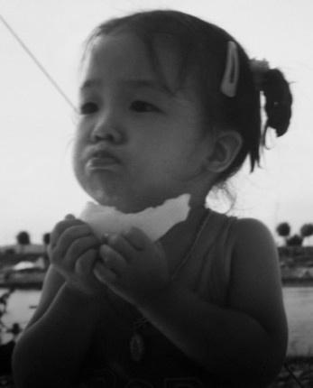 Girl's Day Minah Eating Asian Pear