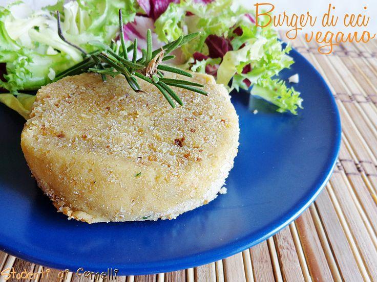 Il burger di ceci è un secondo piatto gustoso. La ricetta del burger di ceci è vegana senza formaggi nè uova, idealeanche per i vegetariani o intolleranti..