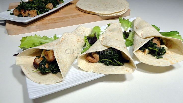 Le Tortillas Napoletane sono tortillas farcite con salsiccia, friarielli e provola. Facili da preparare ed ottime in ogni occasione.
