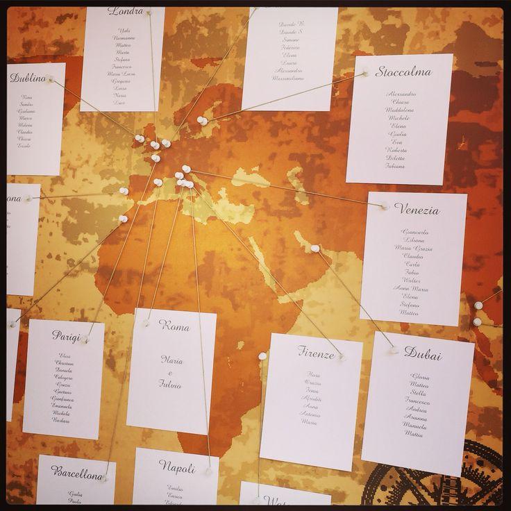 Tableau de mariage table plan con tema:Viaggi nel mondo insieme,travel trip bride groom world map mappa del mondo per rappresentare tutti i loro viaggi insieme:)love!