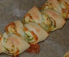 Rezept Variation von Pizza-Brot-Zopf (Partyähre aus Finessen 1/2011) Bärlauch-Pesto-Partyähre von Schokomund - Rezept der Kategorie Backen herzhaft