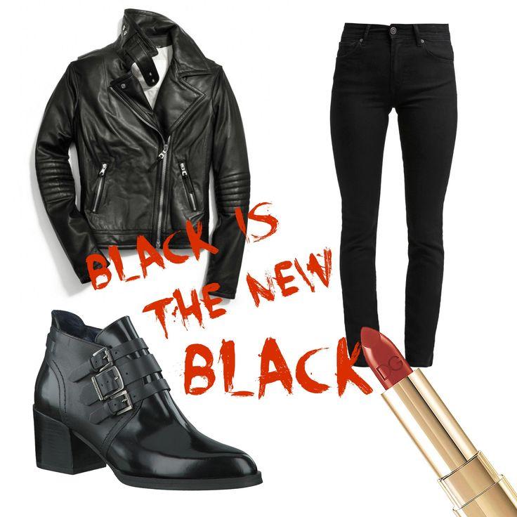 Black is the new black! Zwarte enkellaarsjes, een stoer biker jacket en een zwarte jeans staan erg gaaf samen en rode lippenstift om je outfit helemaal af te maken. #fashion #inspiration #outfit #boots #redlipstick