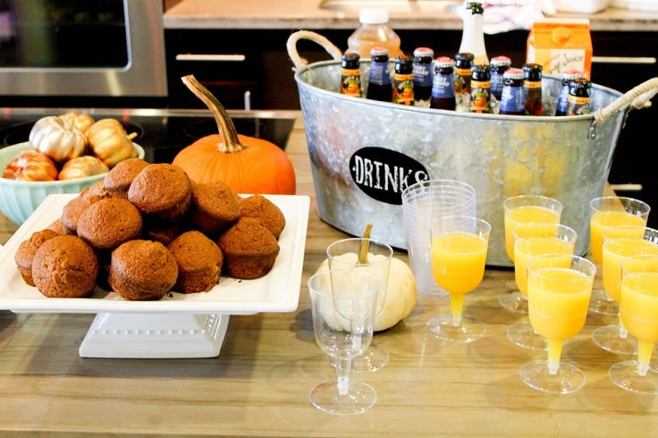 hosting a fall brunch party | pumpkin muffins and mimosas | pumpkin party on www.prettyinthepines.com @shelbslv