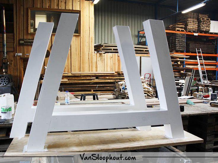 Tafelpoot in A-frame in het wit gelakt! #tafelpoot #frame #hout #oak #witinterieur # wit #interieur #interior #minimalistisch #strakdesign #design #inspiratie #woontrends #trends #wonen #home #living #horeca #kantoor #vtwonen #homedeco