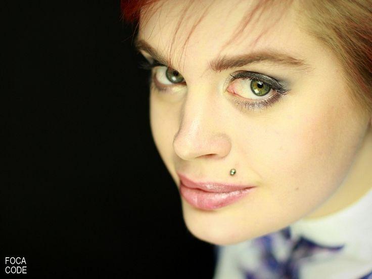 Portret dziewczyny z zielonymi oczami. A portrait of a girl with a green eyes.