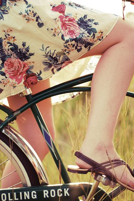 .floralFloral Skirts, Beer, Bicycles Girls, Beautiful Bicycles, Ma Bicyclette, Flower Dresses, Bicycles Songs, Bikes Riding, Floral Dresses